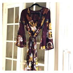Bell sleeve floral dress great condition